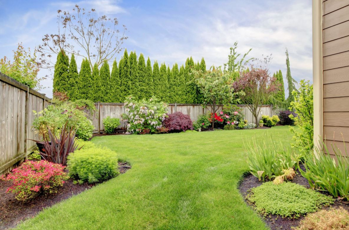 Looking For Easy Landscaping Tips? Try These!